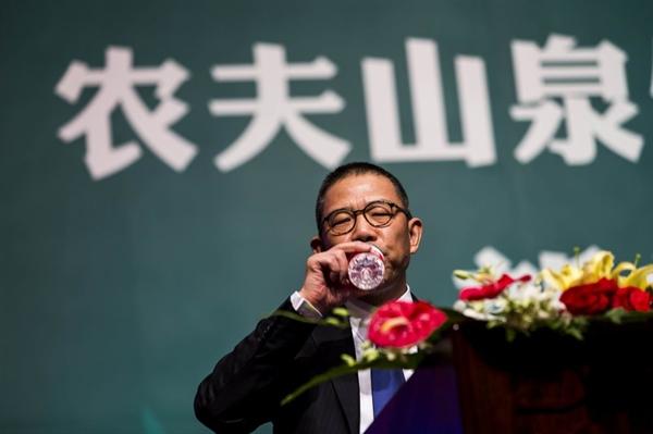 Tỉ phú Zhong Shanshan là một trong những người tích lũy tài sản nhanh nhất trong lịch sử và ít được biết đến bên ngoài Trung Quốc. Ảnh: AP.