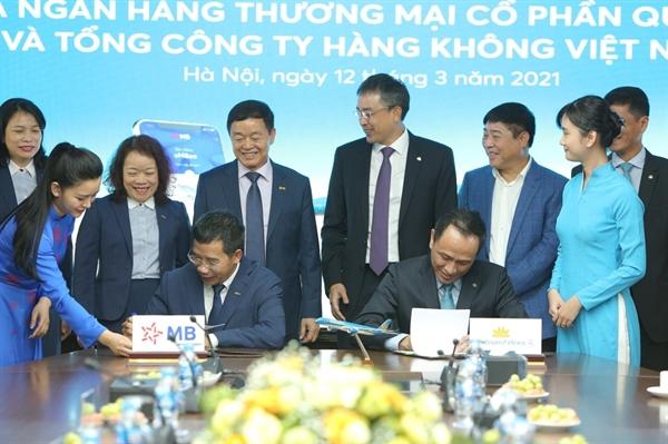 Ông Lê Hồng Hà – Tổng giám đốc Vietnam Airlines đề cao mối quan hệ hợp tác với MB