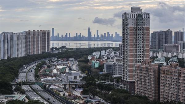 Thâm Quyến đã dần tạo được chỗ đứng trên Hồng Kông trong những năm gần đây, nhưng tổng sản phẩm quốc nội của nó trong năm 2017 đã giảm khoảng 3,4 tỉ USD so với những thành phố khác như Tokyo, Seoul, Thượng Hải, Bắc Kinh và Hồng Kông. Ảnh: SCMP.