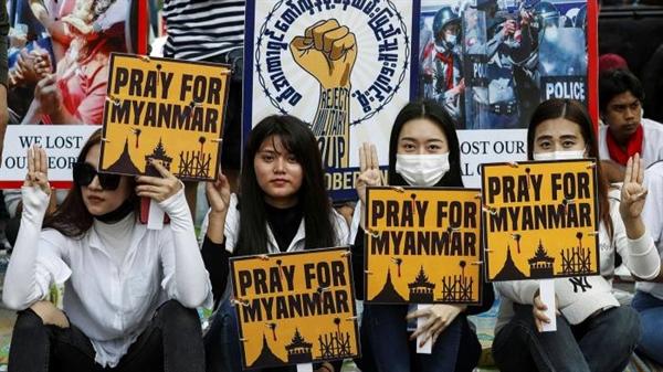 Hoạt động kinh doanh ngân hàng gần như ngừng hoạt động ở Myanmar khi đối mặt với phong trào bất tuân dân sự ngày càng tăng, gây nguy hiểm cho nền kinh tế vốn đã mỏng manh của đất nước. Ảnh: EPA.