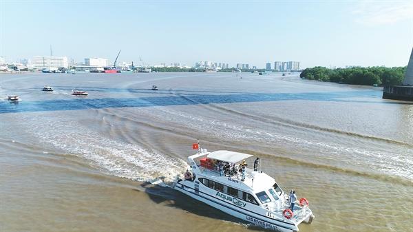 Từ Aqua City di chuyển bằng đường sông về TP.HCM chỉ mất hơn 30 phút. Ảnh: TL.