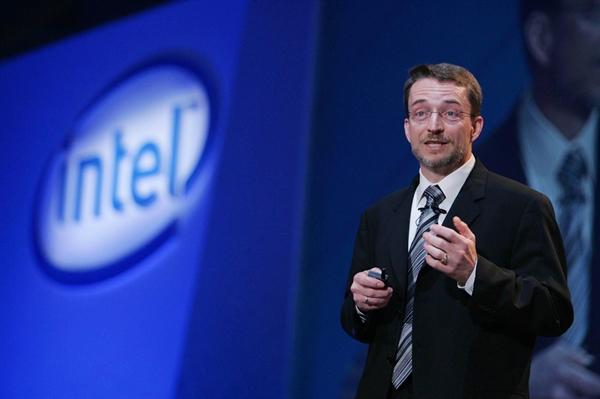 Động thái của Giám đốc điều hành Pat Gelsinger nhằm khôi phục danh tiếng của Intel sau khi sự chậm trễ trong sản xuất khiến cổ phiếu sụt giảm vào năm ngoái. Ảnh: TL.