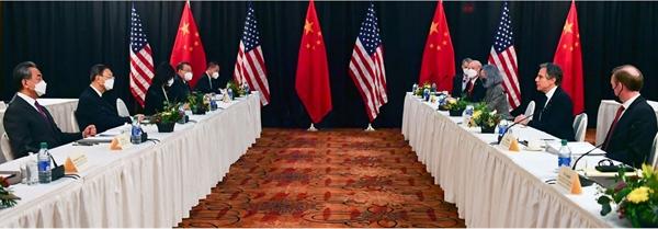 Bình luận của ông Biden được đưa ra sau khi Ngoại trưởng Mỹ Antony Blinken, Cố vấn An ninh Quốc gia Jake Sullivan và những người đồng cấp Trung Quốc chỉ trích nhau về vấn đề nhân quyền và an ninh quốc gia tại cuộc gặp ở Alaska hồi tuần trước. Ảnh: AFP.