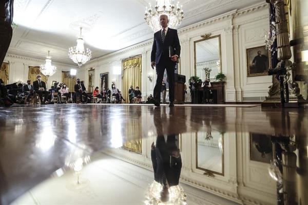 Tổng thống Biden tại cuộc họp báo đầu tiên kể từ khi nhậm chức. Ảnh: Bloomberg.