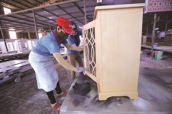 Tủ nội thất là sản phẩm chiến lược của ngành gỗ sang thị trường Mỹ trong thời gian tới. Ảnh: Quý Hòa.