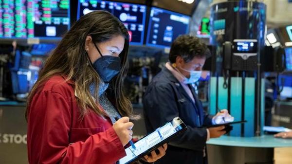 Kỳ vọng lạm phát gia tăng và việc các ngân hàng trung ương thắt chặt chính sách sớm hơn kế hoạch đã gây ra tình trạng bán tháo rộng rãi trên thị trường trái phiếu chính phủ. Ảnh: AP.