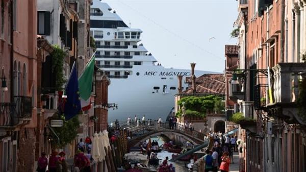Người Venice đã quen với việc thành phố bị thu hút bởi những con tàu. Ảnh: AFP.