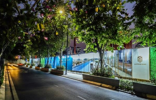 Tường rào bao quanh khu vực thi công dự án Grand Marina, Saigon trên đường Nguyễn Hữu Cảnh.