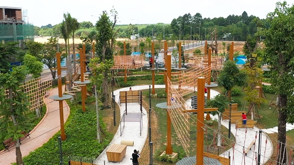 Adventure Forest - tổ hợp 26 trò chơi vận động liên hoàn tại công viên Gem Sky Park.
