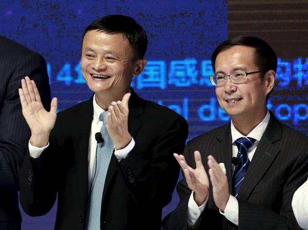 Người sáng lập kiêm cựu chủ tịch Alibaba Jack Ma (bên trái) và CEO Daniel Zhang tại Sở giao dịch chứng khoán New York trong Ngày hội mua sắm toàn cầu 11.11.2015 của Tập đoàn Alibaba. Ảnh: Reuters.