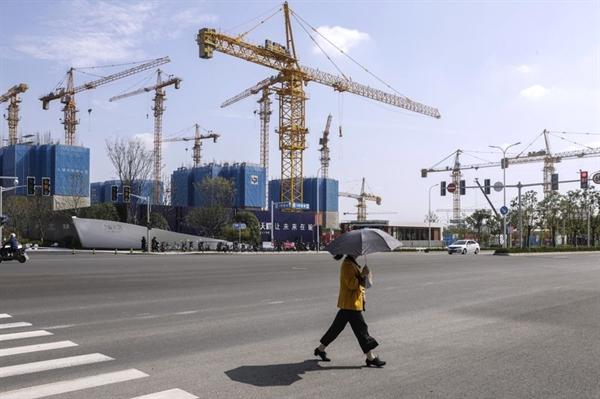 Các tòa nhà dân cư đang được xây dựng ở Thượng Hải vào năm 2020. Ảnh: Bloomberg.
