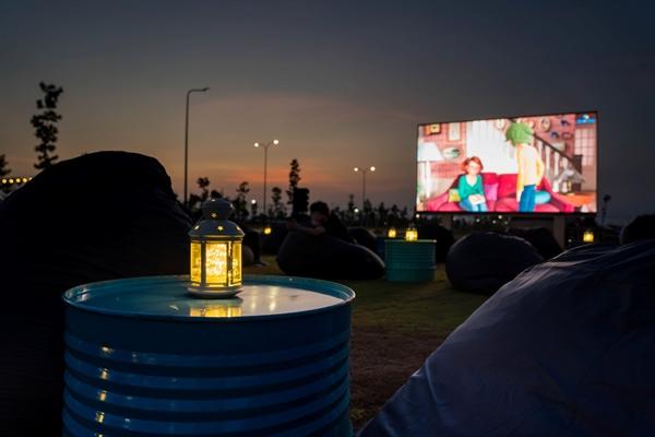 Ngoài ra quý khán giả, đặc biệt là cư dân khu đô thị Waterpoint đừng bỏ lỡ lịch chiếu phim trong tháng 4 này, với các xuất chiếu loạt phim Hollywood đặc sắc