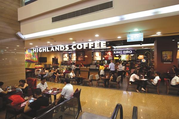 Highlands Coffee đang dẫn đầu về doanh thu và bỏ xa các chuỗi còn lại.