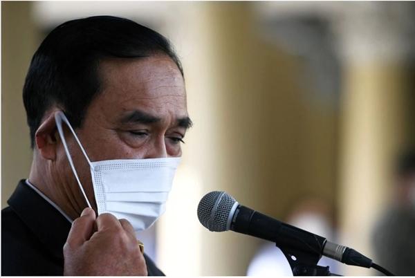 Thủ tướng Thái Lan Prayuth Chan-ocha bị phạt 190 USD vì không đeo khẩu trang. Ảnh: Reuters.
