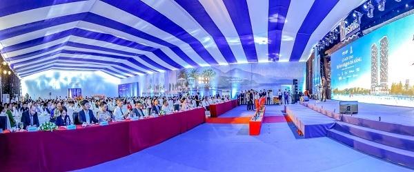 Sự kiện có sự tham gia của các đối tác phát triển dự án, chính quyền TP Đà Nẵng, quận Liên Chiểu và hơn 50 đơn vị đối tác kinh doanh từ 3 miền Bắc Trung Nam.