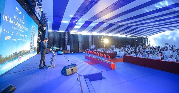 Ông Florent Isnard, Giám đốc thiết kế Huni Architectes phát biểu tại lễ khởi công