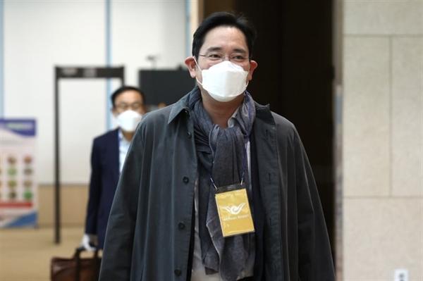 Phó Chủ tịch Samsung Electronics Lee Jae-yong trở về từ chuyến công tác Hà Lan tại sân bay Quốc tế Gimpo ở Seoul hồi năm ngoái. Ảnh: The Korea Times.