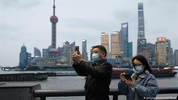 Tỉ lệ sinh ở Trung Quốc chậm lại do các cặp vợ chồng chậm sinh vì nhiều yếu tố khác nhau. Ảnh: AP.