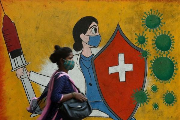 Tổng số ca nhiễm COVID-19 của Ấn Độ hiện là 22,99 triệu người, trong khi tổng số ca tử vong tăng lên 24.992 người. Ảnh: Reuters.