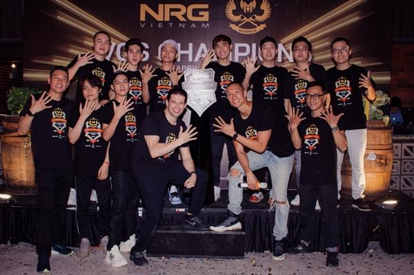 Ông Randy Dobson - Chủ tịch CMG.ASIA cùng CEO NRG Asia - TK (Anthony) Nguyễn và các thành viên GAM tại buổi chào mừng GAM gia nhập NRG Asia. Ảnh: TL.