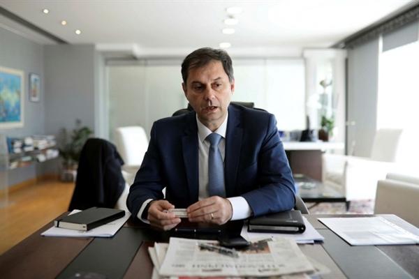 Bộ trưởng Du lịch Hy Lạp Harry Theocharis cho biết: kế hoạch du lịch an toàn phải sớm được đồng ý, vì mọi người cần biết liệu năm nay có được nghỉ hè hay không. Ảnh: Reuters.