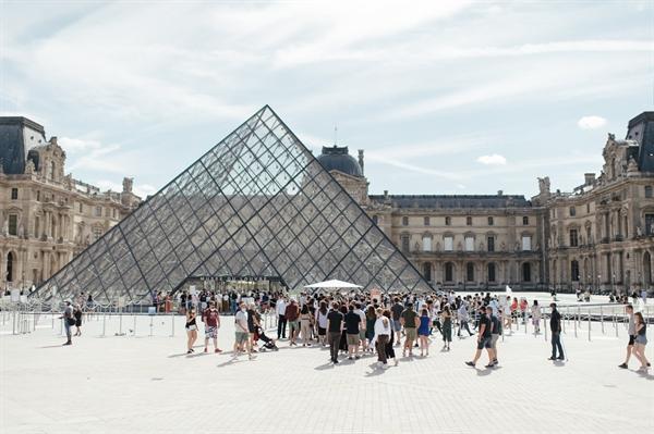 Không lâu nữa, khách du lịch Mỹ có thể đến thăm Paris. Ảnh: The New York Times.