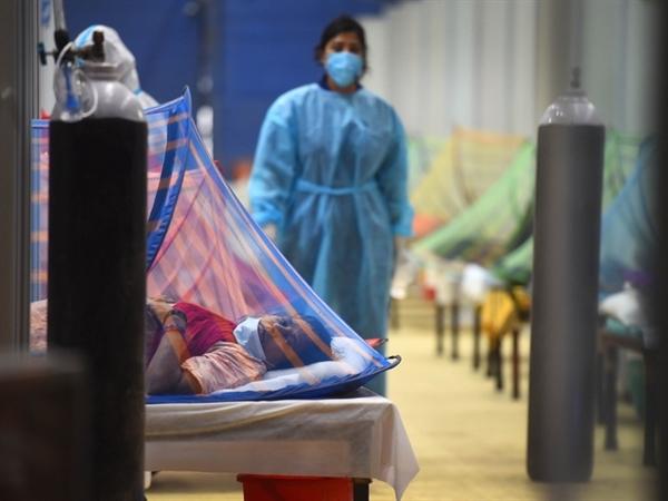 Các nhà khoa học đang nghiên cứu để tìm hiểu một số biến thể của COVID-19 hiện đang lưu hành ở Ấn Độ, nơi một đợt lây nhiễm dữ dội thứ hai đã tàn phá đất nước. Ảnh: Hindustan Times.