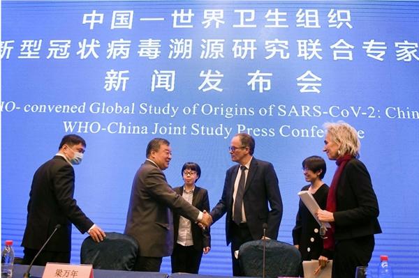 Các thành viên của nhóm nghiên cứu chung WHO-Trung Quốc tại một cuộc họp báo ở Vũ Hán, Trung Quốc, vào ngày 9.2. Ảnh: Tân Hoa Xã.