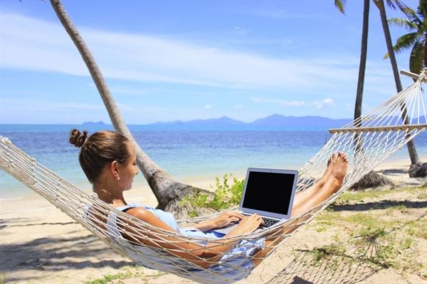 Những người du mục kỹ thuật số sống dựa vào công nghệ. Họ có thể làm việc ở bất kỳ đâu miễn là có internet. Ảnh: TL.