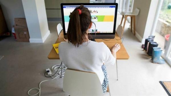 Nhiều người sẽ dành một phần thời gian làm việc ngoài văn phòng khi đại dịch qua đi. Ảnh: Bloomberg.