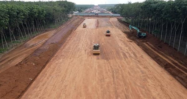 Cao tốc Dầu Giây – Phan Thiết sẽ là một mắt xích giao thông quan trọng dự kiến được đưa vào khai thác trong năm 2022. Hình: VnExpress.