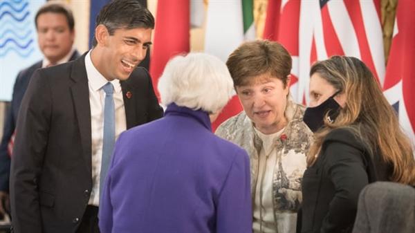 Bộ trưởng Bộ Tài chính Anh Rishi Sunak (từ trái sang), Bộ trưởng Tài chính Mỹ Janet Yellen, Giám đốc điều hành IMF Kristalina Georgieva và Bộ trưởng Tài chính Canada Chrystia Freeland tại Hội nghị G7 ở London vào ngày 4.6.2021. Ảnh: AFP.