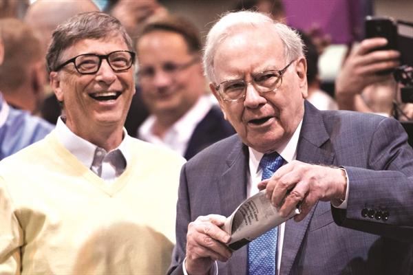 Bill Gates và Warren Buffett - Hai tỉ phú nổi tiếng với phong cách giản dị.