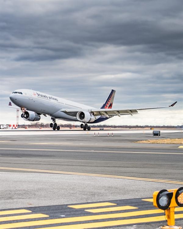 Brussels Airlines có nhiều chuyến bay đến Pháp và Đức, nhưng hãng không có dịch vụ nội địa. Ảnh: JFKJets.