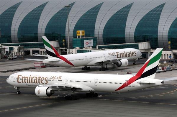 Máy bay của hãng hàng không Emirates. Ảnh: Reuters.