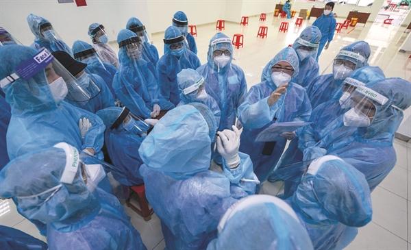 Việt Nam bước vào đợt tiêm chủng có quy mô lớn nhất trong lịch sử. Ảnh: TL.