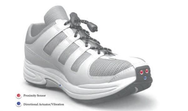 Le Chal là một thiết bị định vị dành cho người mù, hướng dẫn họ đến đích thông qua rung ở một trong những đôi giày của họ. Ảnh: New Atlas.