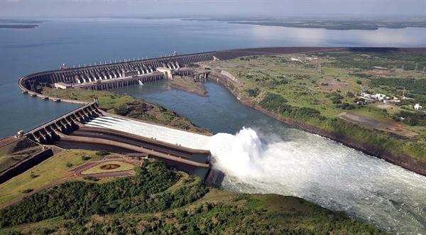 Đập Itaipu là một thành tựu đáng kinh ngạc đến mức nó được đưa vào danh sách 1 trong 7 kỳ quan của thế giới hiện đại. Ảnh: Power Technology.