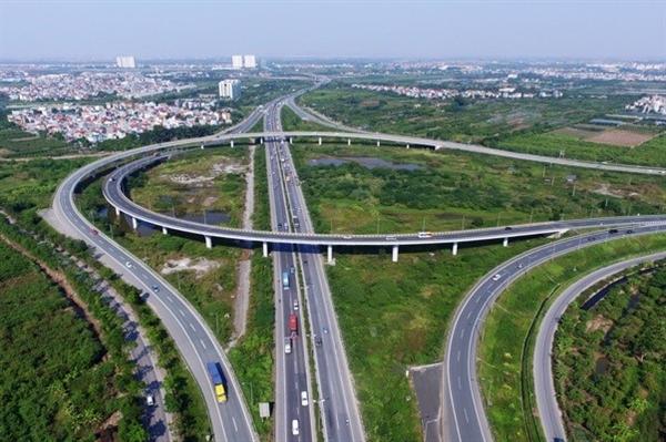 Cầu đường trên cao ở một bên đầu cầu Thanh Trì để dẫn xe chuyển giữa đường vành đai 3 và cao tốc Hà Nội – Hải Phòng.