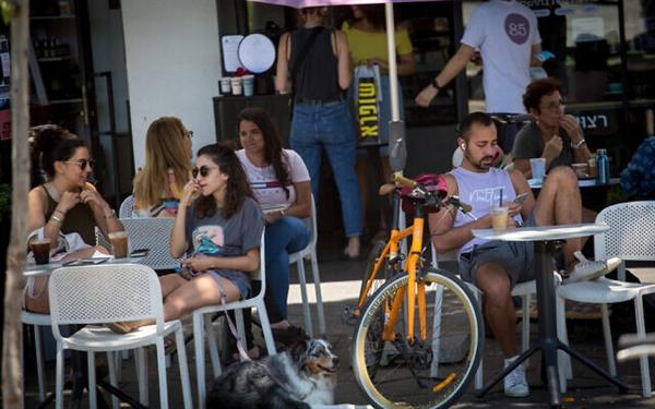 Người Israel trên đường phố Tel Aviv ngày 23.5.2021. Ảnh: The Times of Israel.