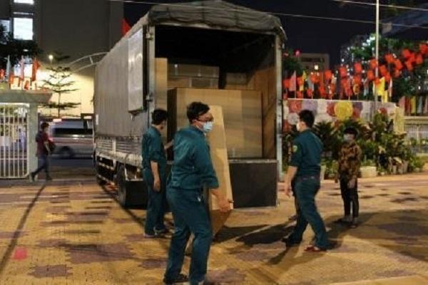 Những chuyến xe trên hành trình vận chuyển thiết trang thiết bị giường giấy hỗ trợ công tác phòng chống dịch COVID-19 tại các địa điểm trọng yếu trên địa bàn TP.HCM. Ảnh: TL.