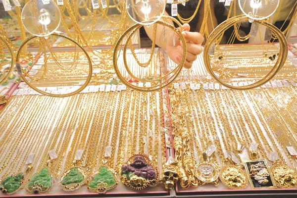 Ở Việt Nam, giao dịch đơn hàng giá trị cao tại các cửa hàng truyền thống vẫn có sự an tâm nhất định.