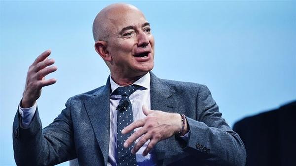 Jeff Bezos đang bỏ xa phần còn lại của thế giới khi nói đến việc tích lũy tài sản. Ảnh: The Hill.