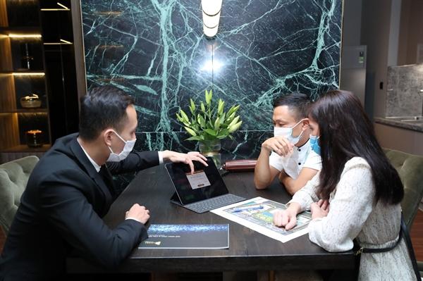 Sự kiện sử dụng công nghệ bán hàng Sales App giúp khách hạng chọn căn, đặt chỗ trực tiếp với các thông tin hoàn toàn minh bạch.