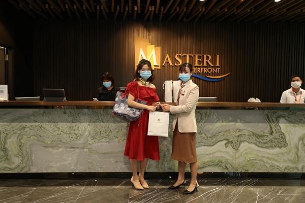 Khách hàng hài lòng khi tham gia sự kiện giới thiệu Masteri Waterfront tại Hà Nội.