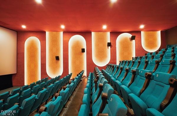 Tại rạp chiếu phim Beta Cinema Sài Gòn của Module K Việt Nam, các bức phù điêu vòm cong được khai thác hợp lý tạo liên tưởng đến các công trình tiêu biểu, trong khi màu sắc của chất liệu polyester bọc 190 ghế gợi nhắc đến cuộc sống đường phố sôi động ở Sài Gòn.