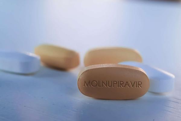 Thuốc Molnupiravir mang đến nhiều kỳ vọng cho người dân khắp thế giới. Ảnh: Business Standard.