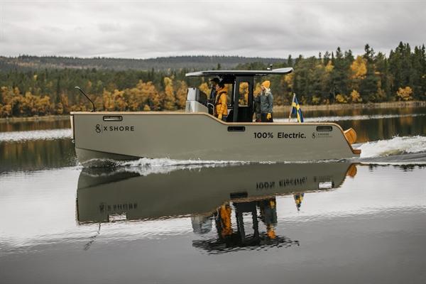 Chiếc X Shore Eelex 8000 nặng 2.600 kg và dài 8 m, có động cơ 225 kW (300 mã lực) và đạt tốc độ tối đa 35 hải lý / giờ. Ảnh: Electrek.