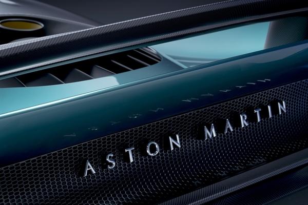 Valhalla có động cơ V8 dung tích 4 lít đặt giữa kết hợp motor điện, tổng công suất gần 1.000 mã lực. Ảnh: Aston Martin.