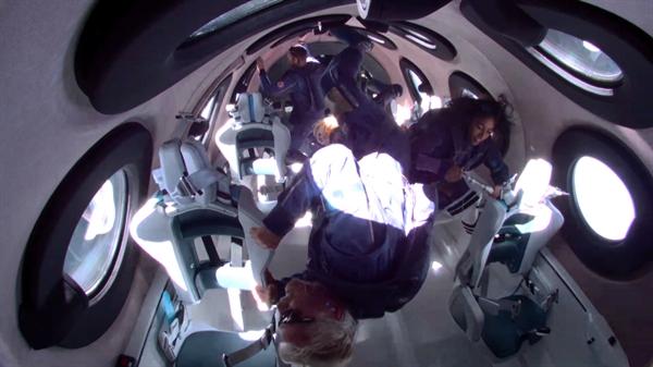 Virgin Galactic đã đưa thành công những hành khách đầu tiên lên vũ trụ, bao gồm cả tỉ phú sáng lập Richard Branson. Ảnh: Virgin Galactic.